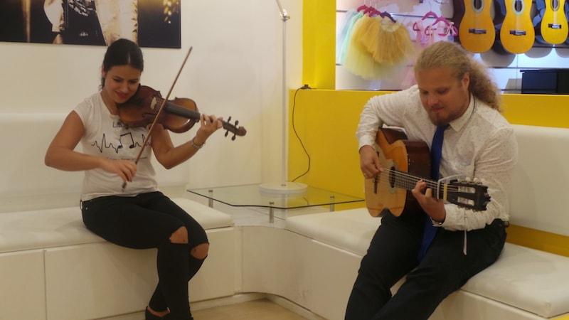 Guitar classes in Dubai - Melodica.ae-min