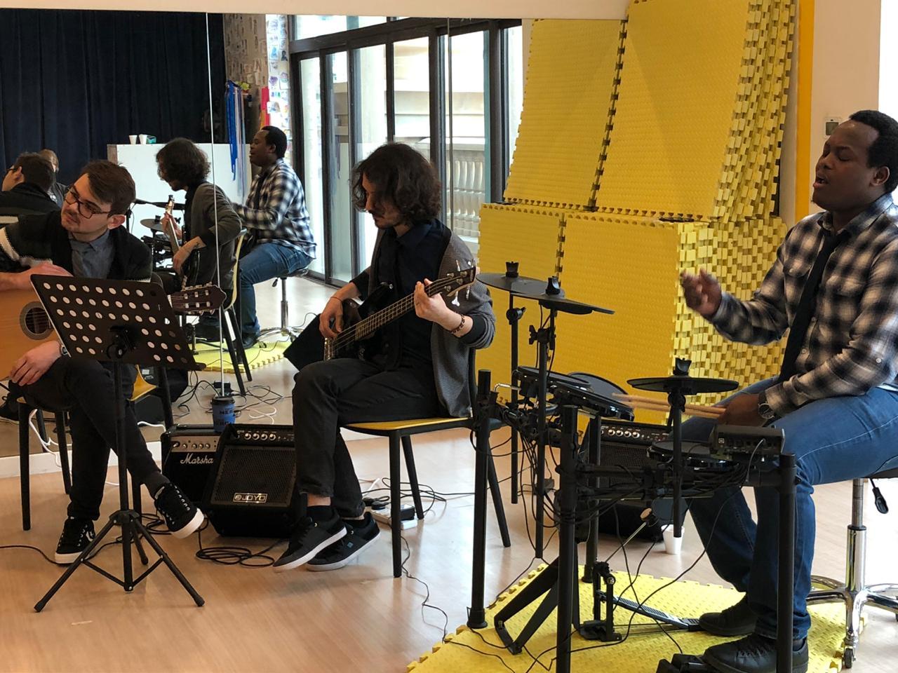 music classes in Dubai - Melodica music center palm branch