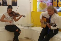 Guitar classes in Dubai - Melodica.ae-min