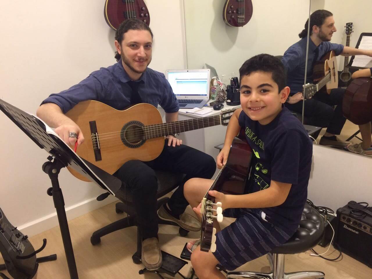 Guitar Classes in Dubai
