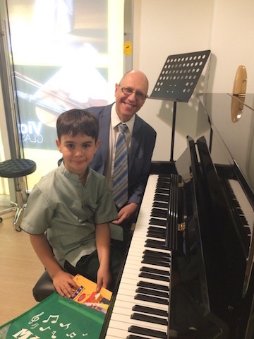 Piano Classes in Dubai - Melodica Music Center Dubai