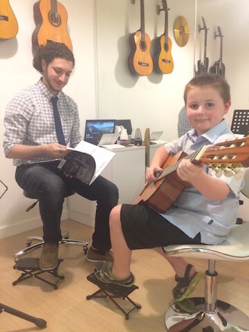 Guitar lessons in Dubai