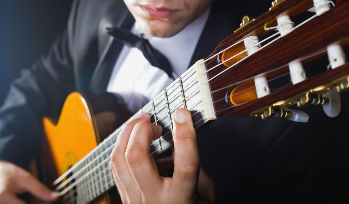 acoustic guitar - Guitar Classes in Dubai