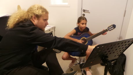 guitar lessons melodica palm jumeirah dubai