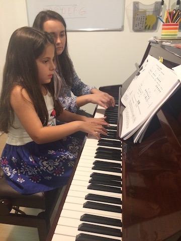 piano lessons at melodica music school in dubai
