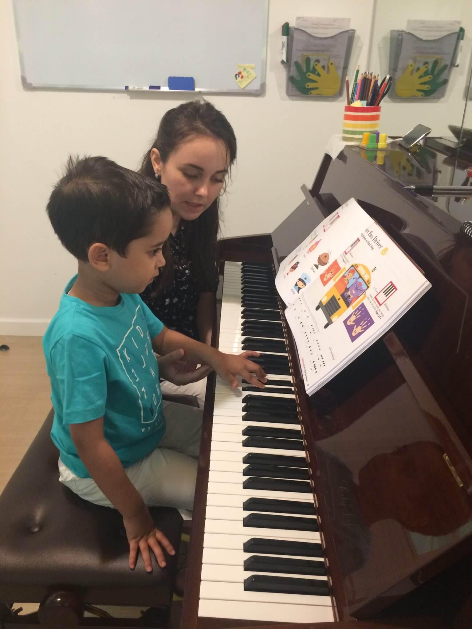 melodica piano lessons dubai