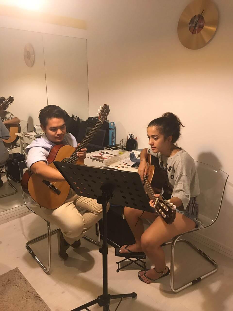 guitar lessons jlt dubai