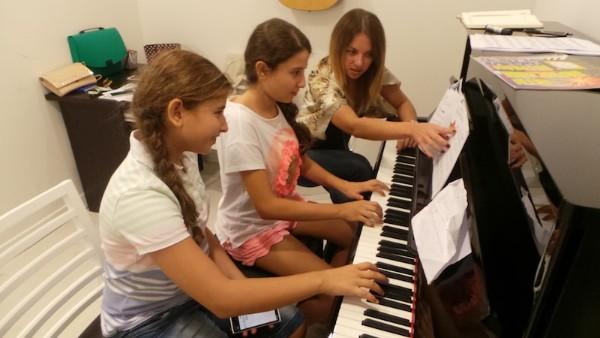 Piano lessons Dubai - Piano Classes in Dubai - Melodica Music Institute Dubai
