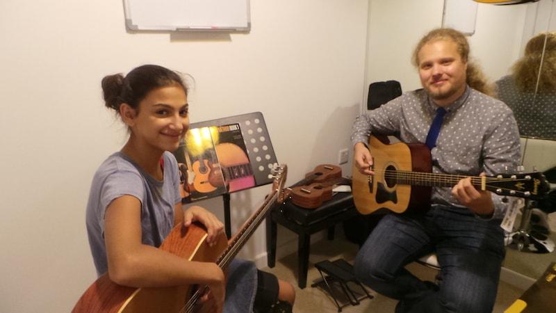 Private Guitar lessons - Melodica.ae