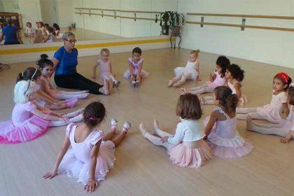 ballet dancing in Dubai - Melodica Music and Dance Institute