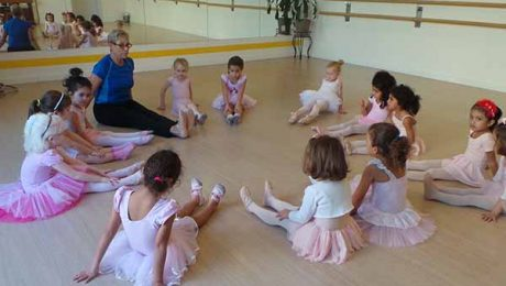 ballet dancing in Dubai - Melodica Music and Dance Institute