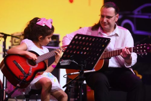 kids guitar lessons in dubai at melodica