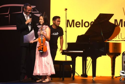 violin lessons at melodica dubai - kids adults